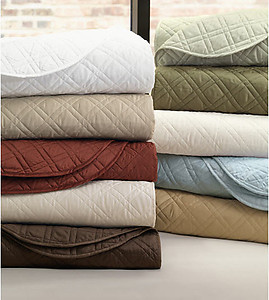 Lightweight Quilted Bedding with Diamond Pattern. de Medici Coperta